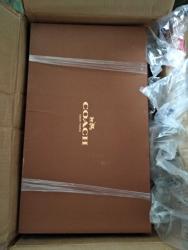 6PM官网购买的蔻驰鞋子,发货挺快,包装好,已经转运了好几单
