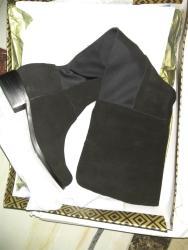 又一单鞋子到货了  两双靴子好大一个包裹