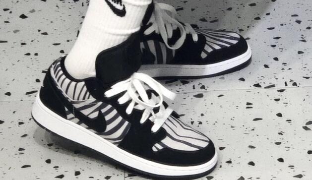 AIR Jordan AJ 1 Low黑白斑马大童款篮球鞋75折价$56.25