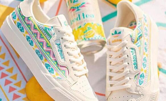 新低!Adidas x AriZona Tea冰茶联名款大童款印花休闲板鞋折后$33.74