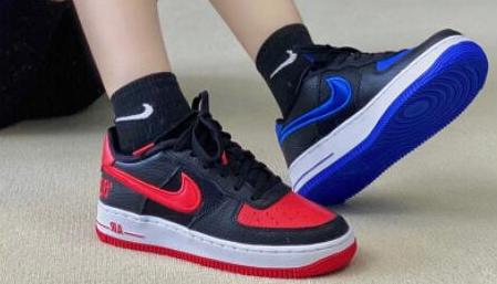 """NIKE AF1 """"82"""" 耐克红蓝黑 鸳鸯 大童运动鞋 售价$90"""